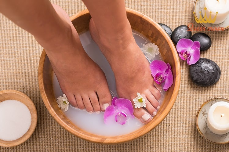 Truoc Khi Thuc Hien Ky Thuat Massage Chan Can Phai Ngam Chan